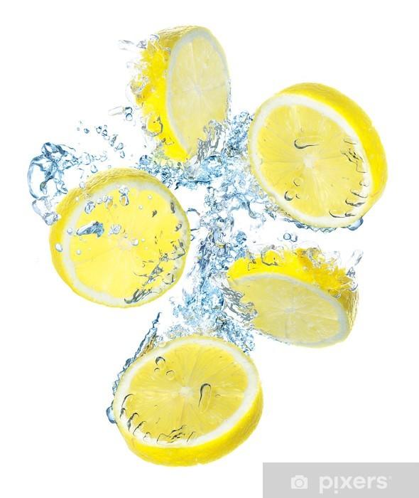 Fototapeta winylowa Cytryny i plusk wody. Żywność ekologiczna - Naklejki na ścianę