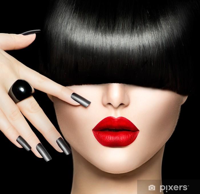 Naklejka Pixerstick Piękna Dziewczyna Portret z stylu Trendy Hair, makijaż i manicure - Moda