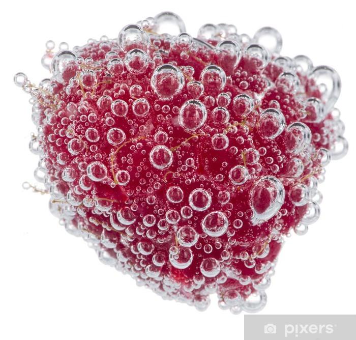 Sticker Pixerstick Framboise fraîche avec des bulles d'eau sur fond blanc - Fruits