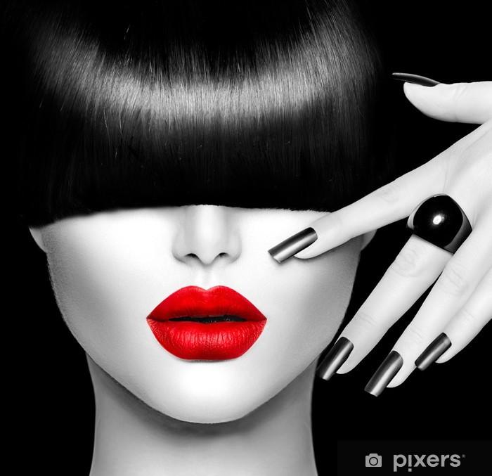 Muodin malli tyttö trendikäs kampaus, meikki ja manikyyri Vinyyli valokuvatapetti -