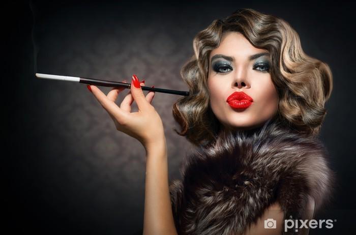 Carta Da Parati Bellezza Retro Donna Con Bocchino Vintage Styled Bellezza Pixers Viviamo Per Il Cambiamento