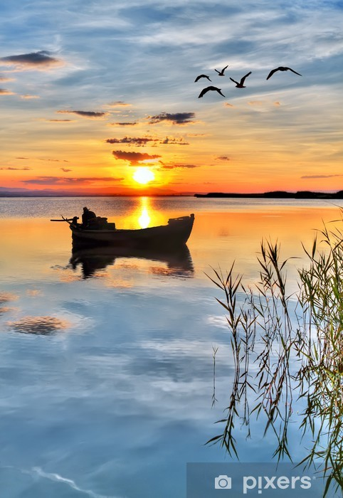 Fototapeta winylowa Rybaka kolorowe chmury - Wakacje