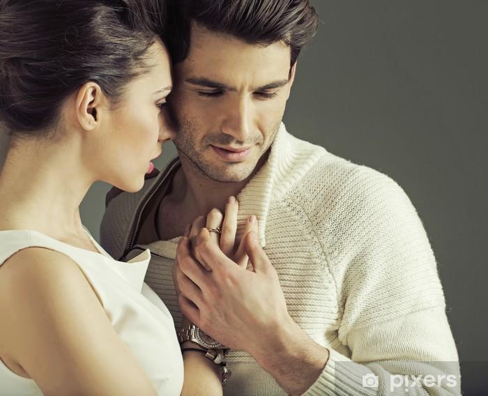 Fototapeta winylowa Portret atrakcyjna para zakochanych stwarzać - Pary