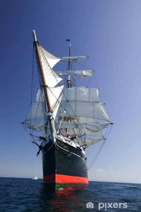 Naklejka Pixerstick Tall Ship Sailing na morzu pod pełnymi żaglami - Oceania