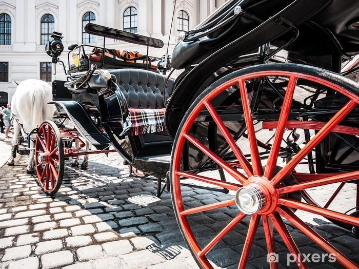 Sticker Pixerstick Chariot traditionnel fiacre à la Hofburg à Vienne, Autriche - Villes européennes