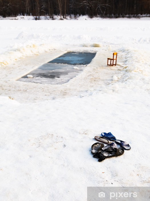 Sticker Pixerstick Pantoufles et une chaise près de trou de glace dans un lac gelé - Saisons