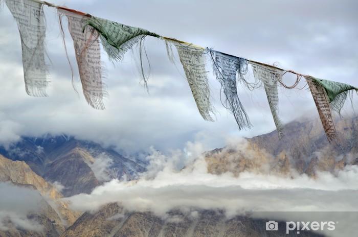 Fototapeta winylowa Buddhisa flagi modlitewne w Himalajach - Tematy