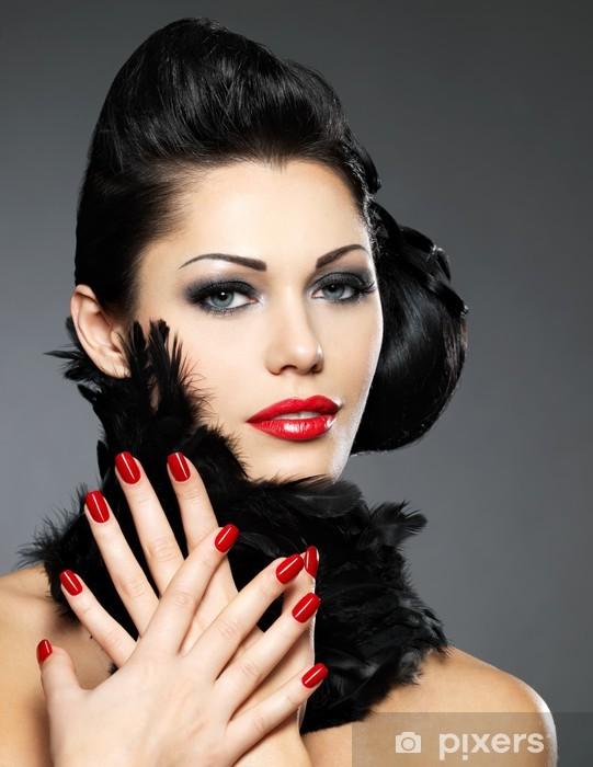 49109ce040 Vinilo Pixerstick La mujer con las uñas de color rojo y el peinado creativo  - Mujeres