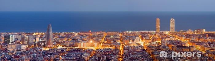 Vinyl-Fototapete Barcelona Skyline Panorama in der blauen Stunde - Themen