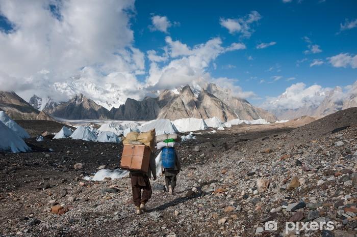 Papier peint vinyle Porteurs portant de lourdes charges dans Karakoram, Pakistan - Thèmes