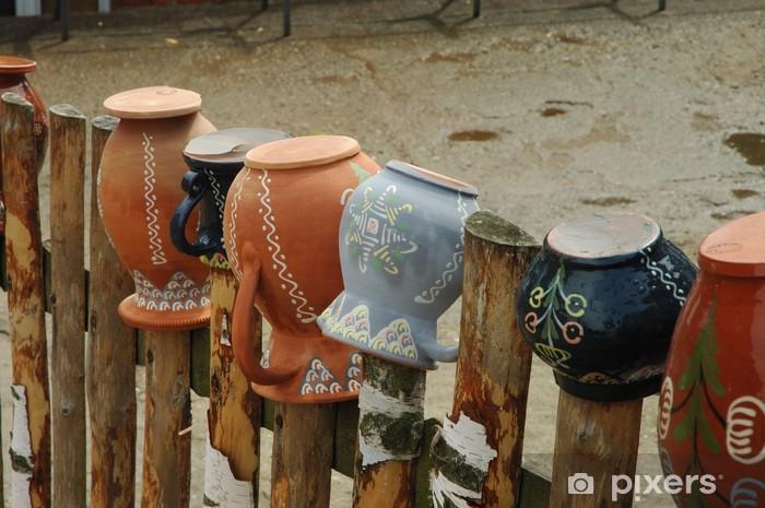 Fototapeta winylowa Dzbany na ogrodzeniu - Europa