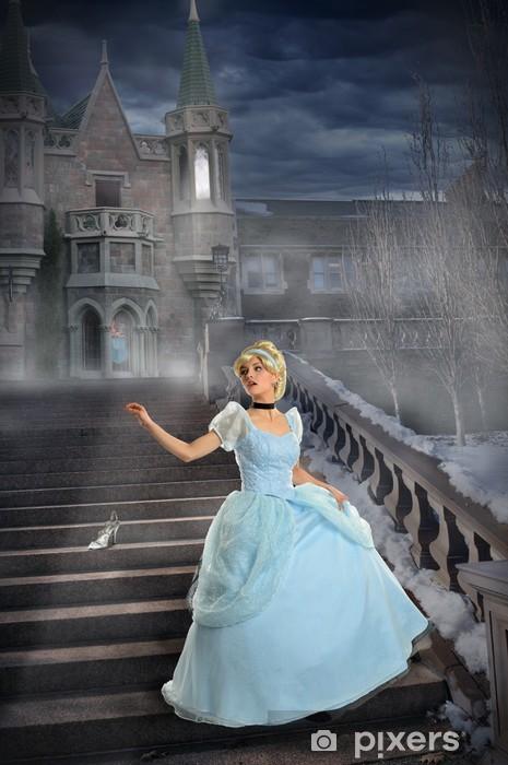 Fototapeta winylowa Młoda księżniczka Utrata Buty na schodach - Inne