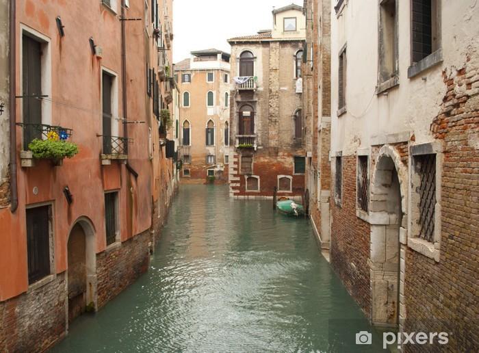 Vinyl Fotobehang Een Venetiaans kanaal, Italië - Europese steden