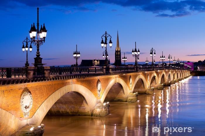 Papier peint vinyle Le Pont de pierre à Bordeaux - Thèmes