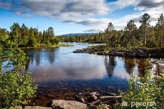 Papier peint vinyle Magnifique paysage - une rivière cristalline - Thèmes