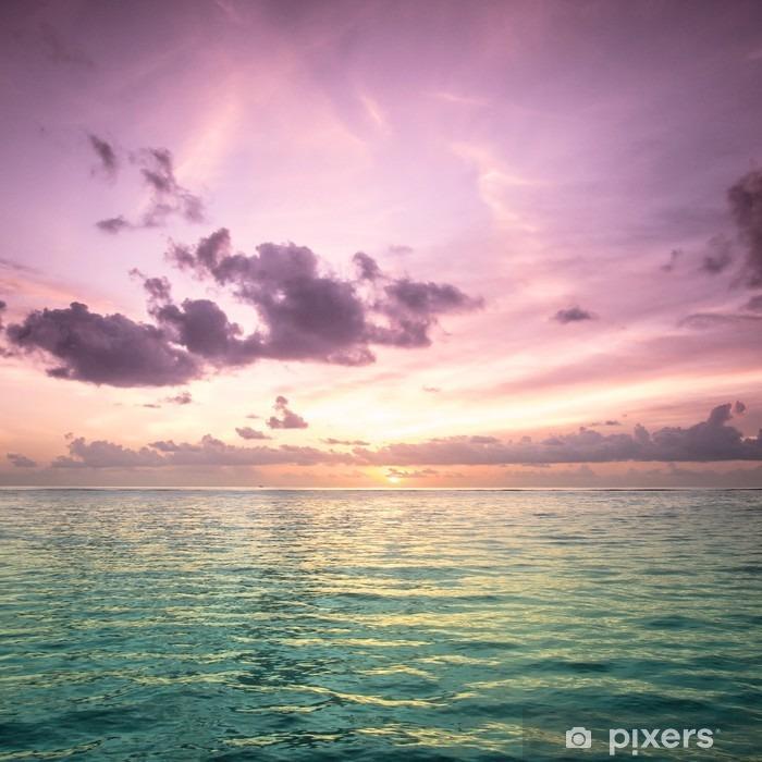 Fototapeta winylowa Tropical morzem wody na Malediwach - Plaża i tropiki