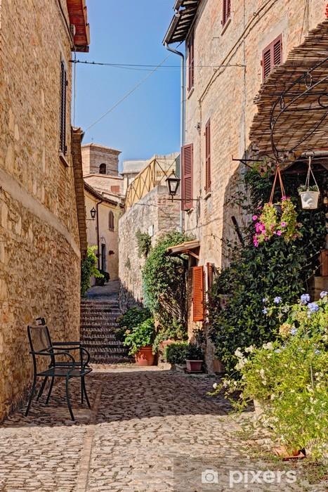 Papier peint vinyle Allée avec des fleurs d'une petite ville en Ombrie, Italie - Thèmes