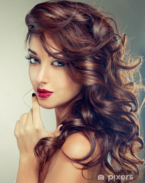 Vinyl-Fototapete Modell mit schönen lockiges Haar - Frauen