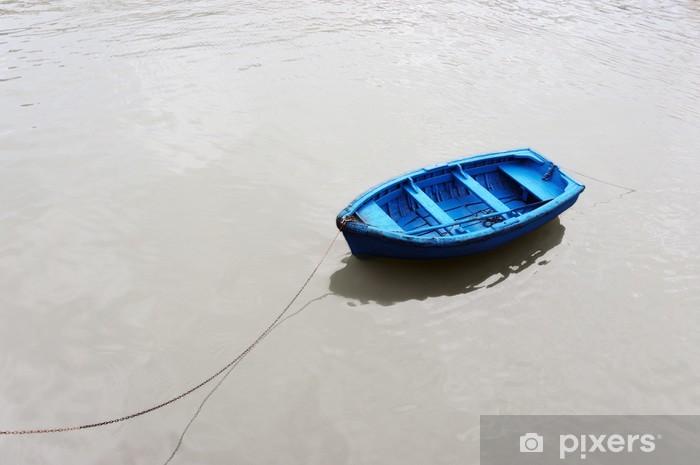 Naklejka Pixerstick Kolorowe i samotny łodzi rybackiej - Pejzaż miejski