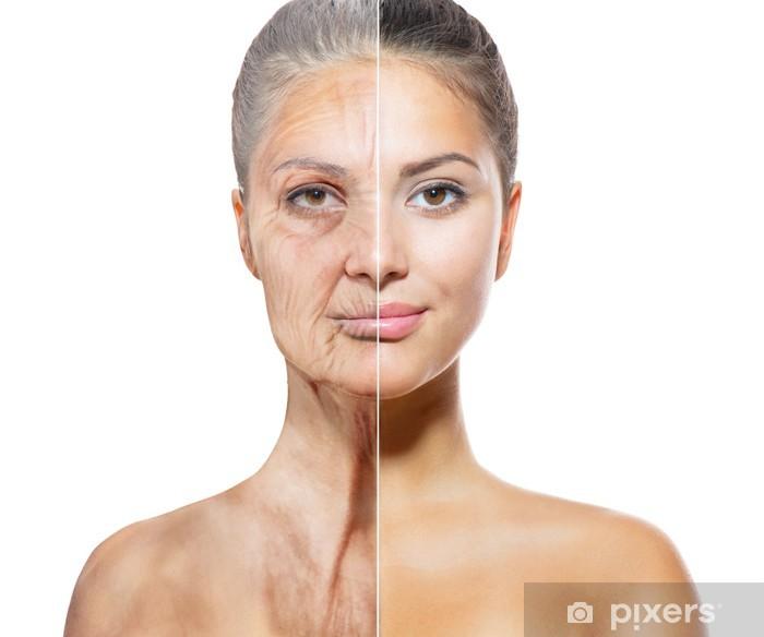 Plakat Starzenie się i Skincare pojęcie. Twarze starych i młodych kobiet - Uroda i pielęgnacja ciała