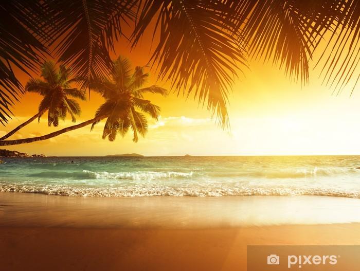 Papier peint vinyle Coucher de soleil sur la plage de la mer des Caraïbes - Thèmes