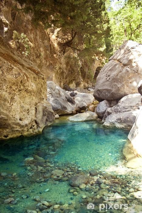 Fototapet av Vinyl Vackra berg flod med klarblått vatten - Teman