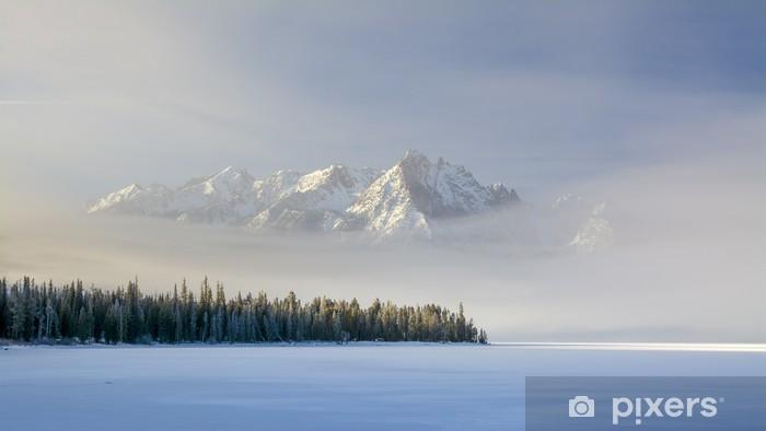 Fototapeta winylowa Idaho górskie jezioro z mgły i śniegu w zimie - Pory roku