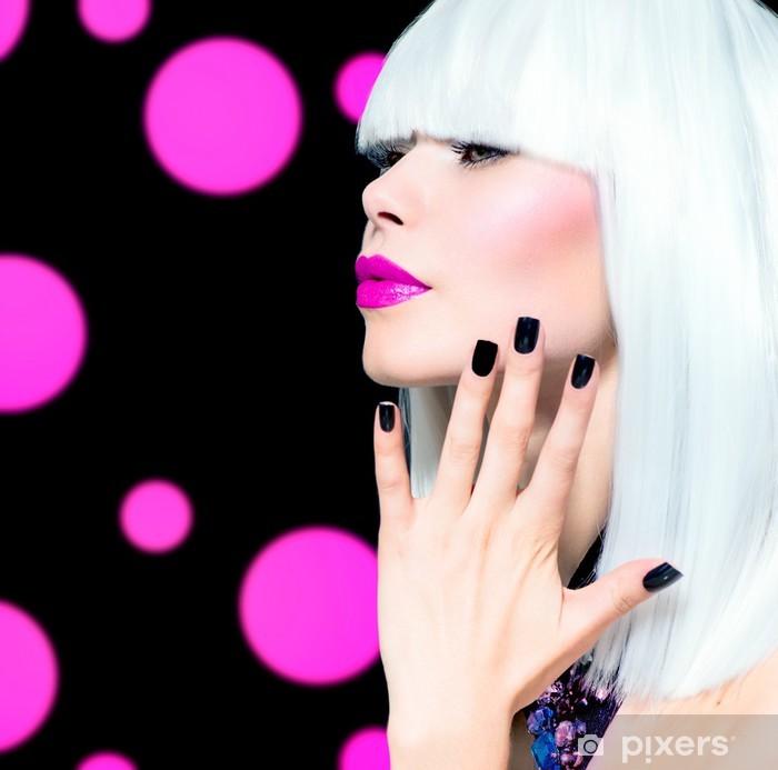Adesivo Pixerstick Vogue stile Ritratto di modello. Ragazza con i capelli  bianchi e neri Nails 5ea0ed419f56