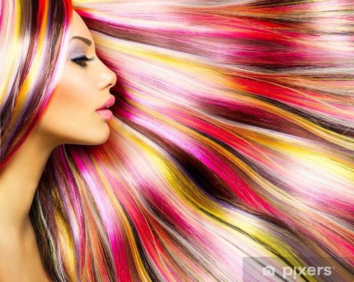 Naklejka Pixerstick Modelka piękna dziewczyna z kolorowych włosów farbowanych - Moda