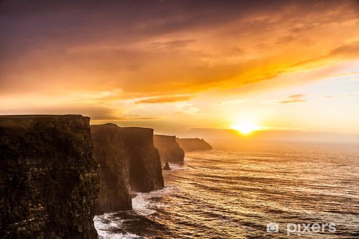 Fototapeta winylowa Cliffs of Moher o zachodzie słońca w hrabstwie Clare, Irlandia Europie - Tematy