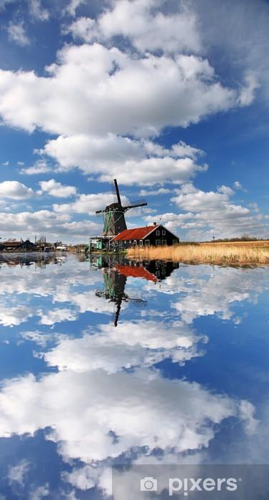 Nálepka Pixerstick Tradiční holandské větrné mlýny s kanálem nedaleko Amsterdamu, Holla - Evropská města