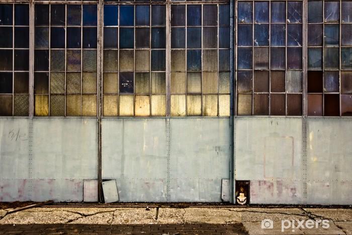 Papier peint vinyle Portes de garage industrielles avec des fenêtres - Bâtiments commerciaux et industriels