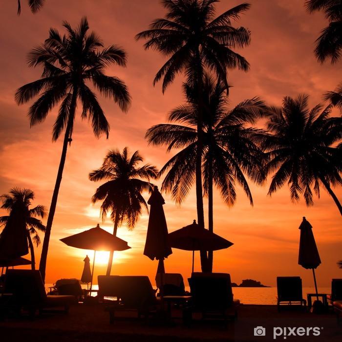 Pixerstick Sticker Mooi strand resort met palmbomen bij zonsondergang - Palmbomen