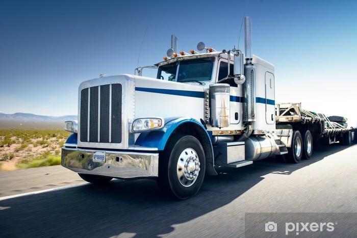 Fototapeta winylowa Ciężarówka i autostrad na dzień - transport tło - Transport drogowy