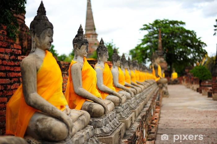 Papier peint vinyle Rangée de statues de Bouddha en pierre Vieux - Monuments