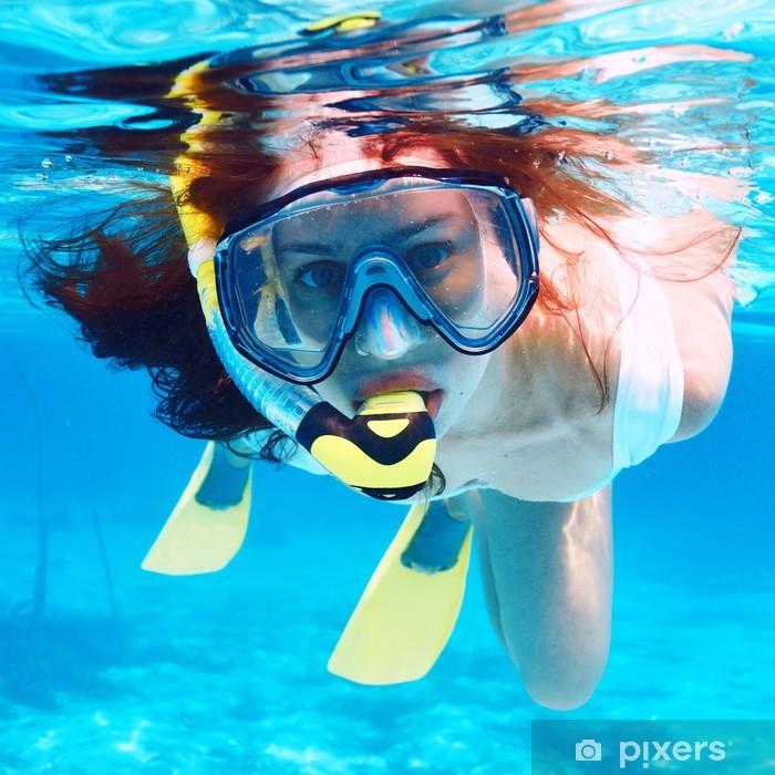 Papier peint vinyle Femme avec le masque plongée en apnée - Vacances
