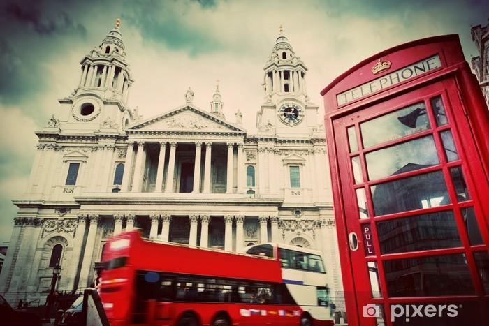 Fototapeta winylowa Katedra Świętego Pawła, czerwony autobus, telefon booth.London UK. Rocznik wina - Tematy