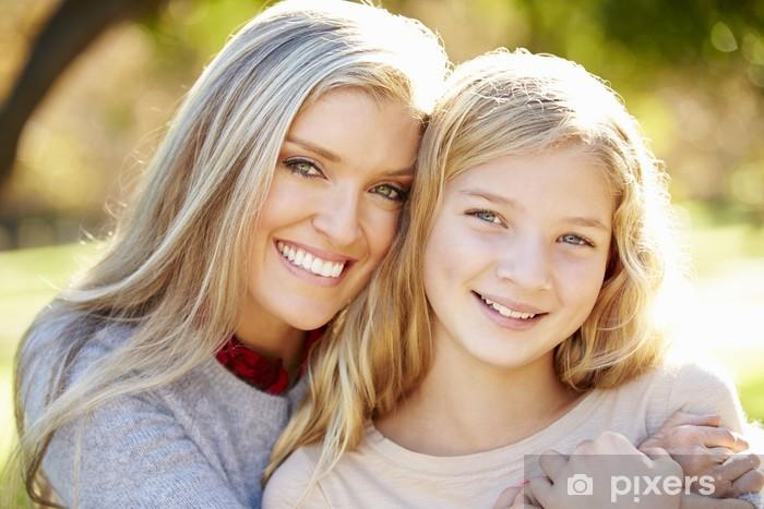 Nálepka Pixerstick Portrét matka a dcera v krajině - Rodinný život