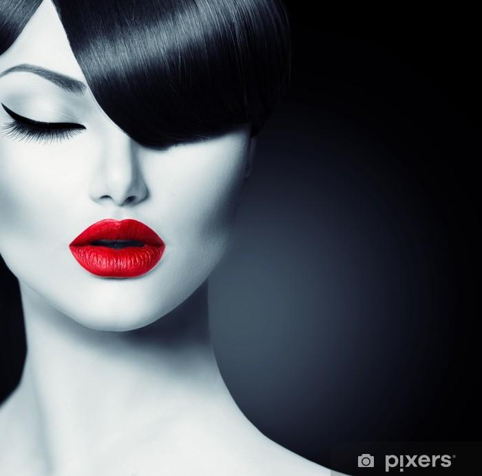 Fashion Glamour Skønhedspige Med Trendy Fringe Frisure Selvklæbende fototapet -