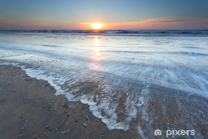 Vinyl Fotobehang Gouden zonsondergang over Noordzeestrand - Water
