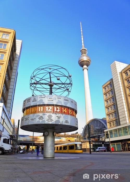 Fotomural Estándar Torre de la TV y el reloj mundial en Alexanderplatz, Berlín, Alemania - Alemania