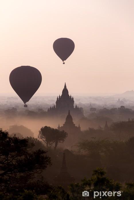 Vinilo para Nevera Salida del sol sobre las llanuras del templo de Bagan - Myanmar -