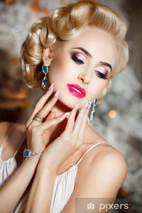 Vinilo Pixerstick Hermosa Mujer Rubia Con El Maquillaje Y El Peinado