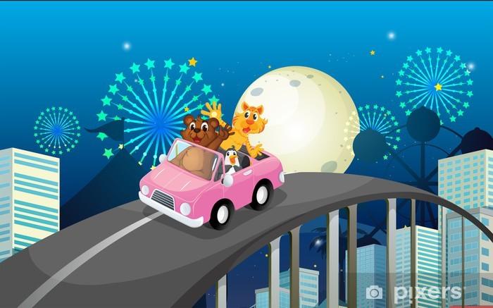 Naklejka Pixerstick Różowy samochód z niedźwiedziem, tygrysa i pingwina - Ptaki
