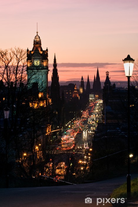 Vinyl Fotobehang Edinburgh met Clock Tower van Carlton Hill in de schemering Scotland UK - Thema's
