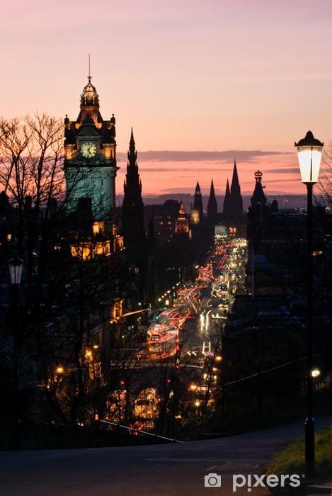 Vinyl-Fototapete Edinburgh mit Uhrturm von Calton Hill in der Abenddämmerung Schottland Vereinigtes Königreich - Themen