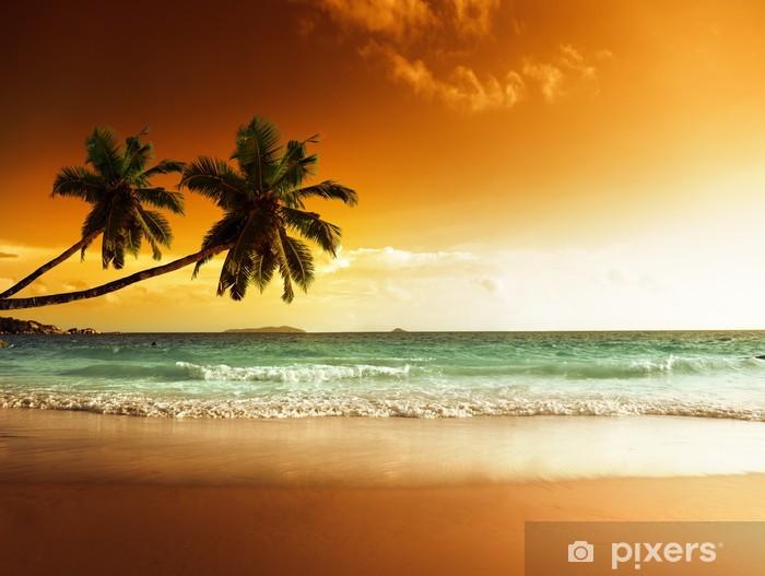 Fototapeta winylowa Zachód słońca na plaży w Morzu Karaibskim -