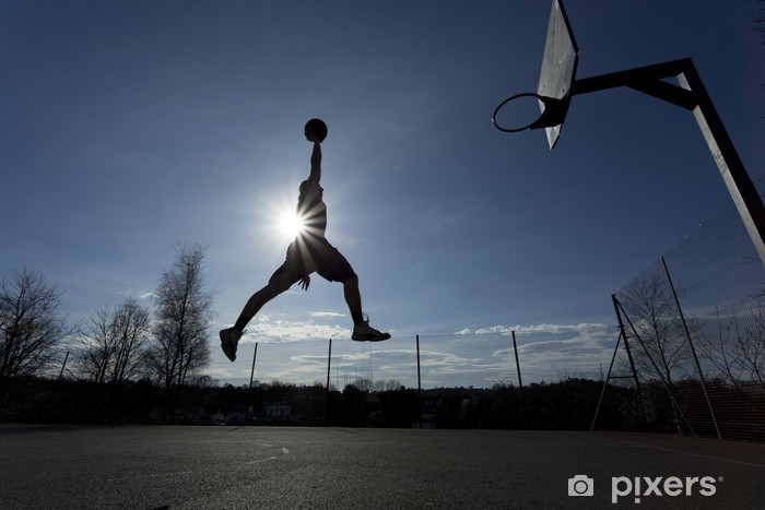 Pixerstick Sticker Basketbalspeler silhouet in de lucht op het punt om slam dunk - Basketbal