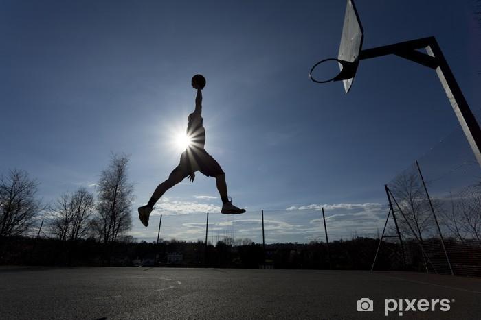 Sticker Pixerstick Joueur de basket-ball silhouette dans les airs sur le slam dunk - Basket-Ball