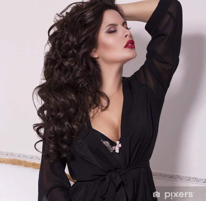 3ee06938d06fd Fototapete Sexy schöne Frau mit schwarzen Haaren in Dessous